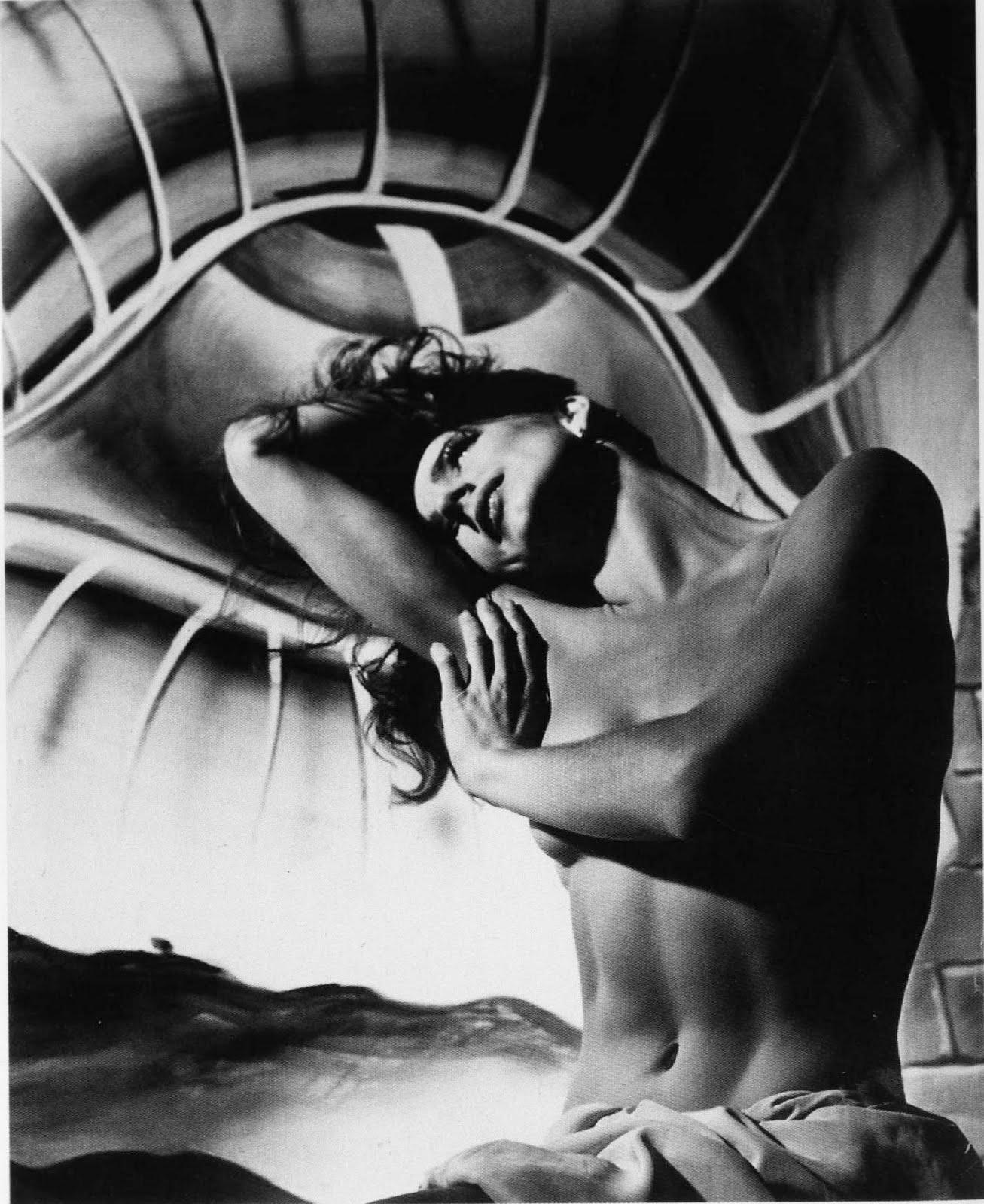 http://1.bp.blogspot.com/_yy5WF1i4o-8/S6rrsR_DBeI/AAAAAAAAA38/3ITsf71eWhI/s1600/dancer-1946-copy.jpg