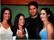 The cast of MIS TRES HERMANAS