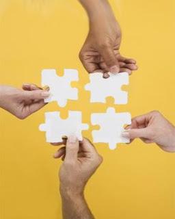 خطوات لتحقيق تريده تطوير ذاتك team_work.jpg
