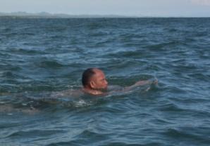 Staf Setwan Tarakan Sukses Berenang dari Nunukan ke Malaysia
