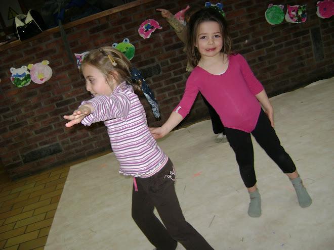 Diane & Clémence (danse créative 4/5 ans )