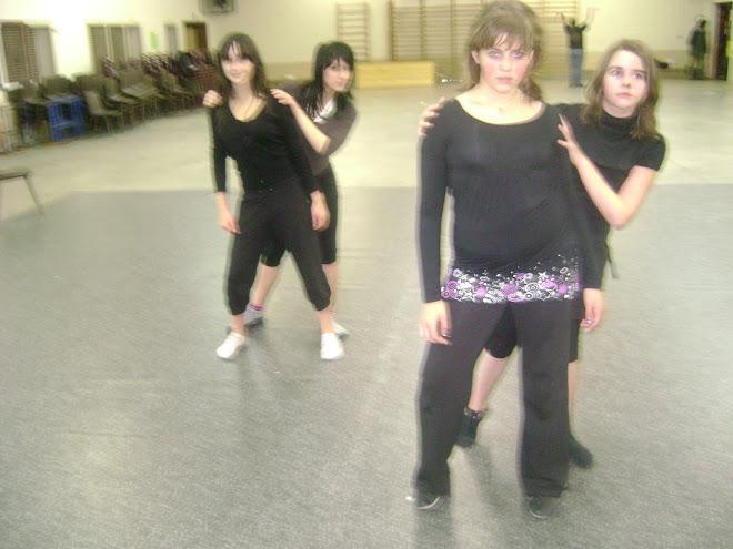 atelier chorégraphique ado's  ( Marie, Amélie, Tracy et Jessy)