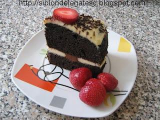 tort cu mascarpone ciocolata si capsuni
