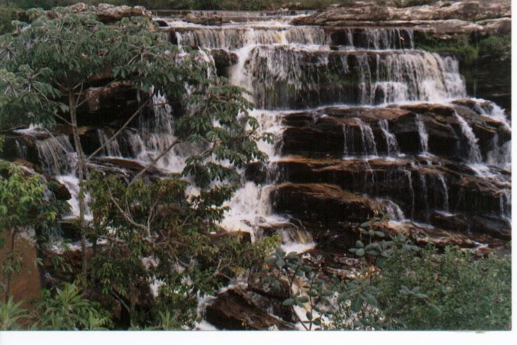 Primeira queda da Cachoeira do Moinho