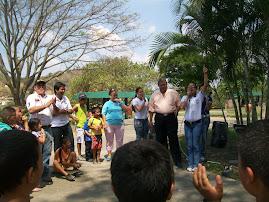 PRESENTACIÓN DEL MAGO ANTE L@S NIÑ@S  ASISTENTES