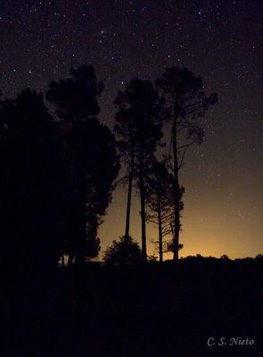 Contraste lumínico, estrelas y luces de los pueblos