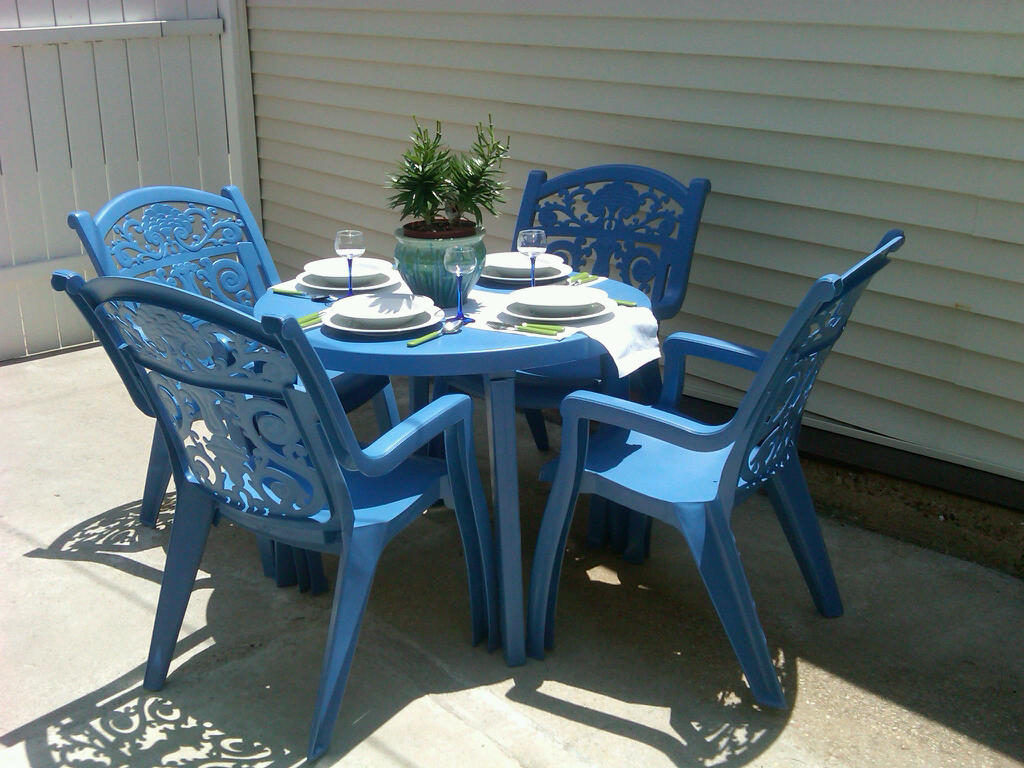 Plastic patio furniture sets patio design ideas Painting plastic garden furniture