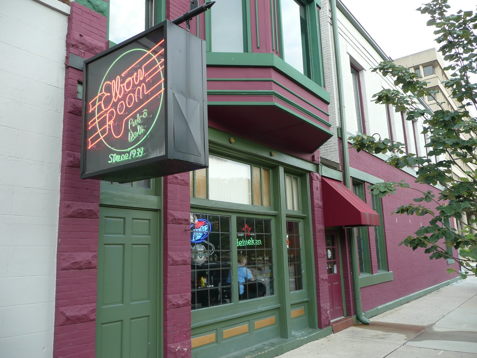 PIG OUT SPOTS: Elbow Room Pub & Deli (Indianapolis, IN)