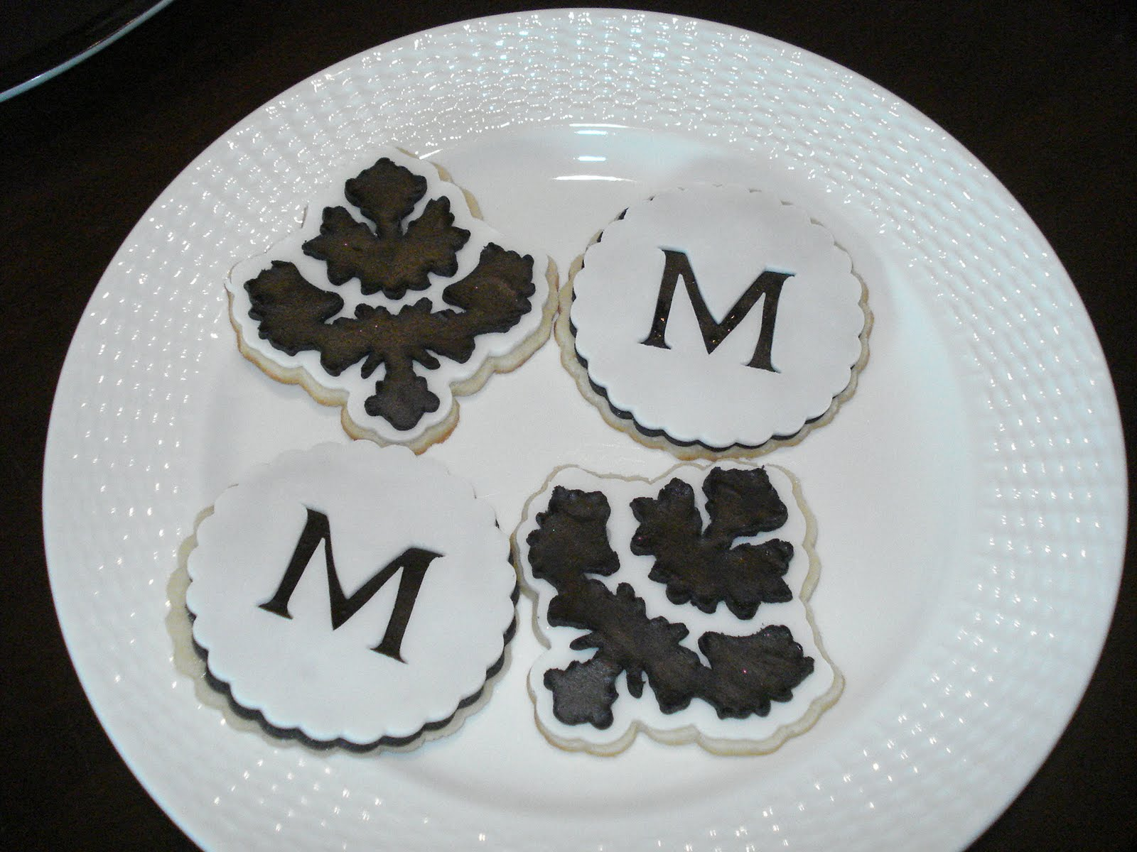 The Crafty Kitchen: Monogram Black and White Cookies