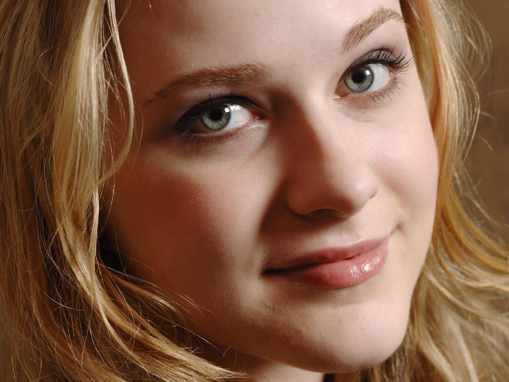 http://1.bp.blogspot.com/_z97N5oIEKSQ/TLXKcqnbZfI/AAAAAAAAHII/mY9vlU95vEc/s1600/Evan-Rachel-Wood-27.JPG