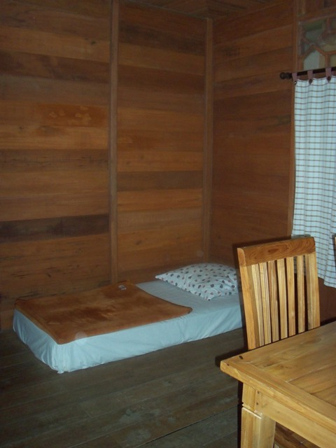Bed Ruangan Keluarga