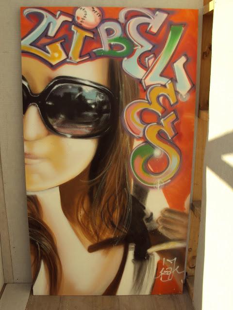 graffiti sobre madera de izak, chile