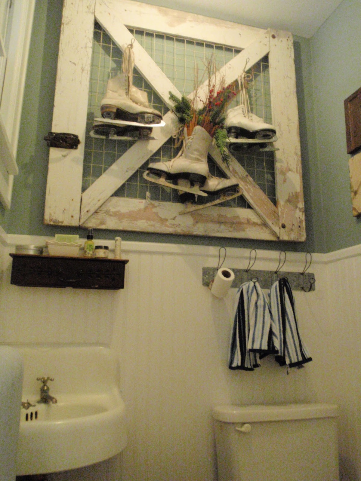 Hammers And High Heels The Mini Bathroom Is Done It 39 S Nonsense But It