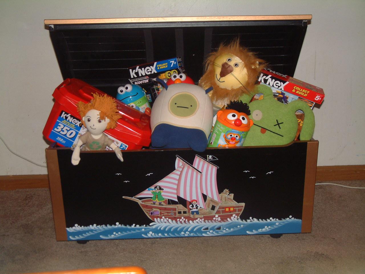 Toy Treasure Chest Beach : Bizzimommi s guidecraft pirate treasure chest toy