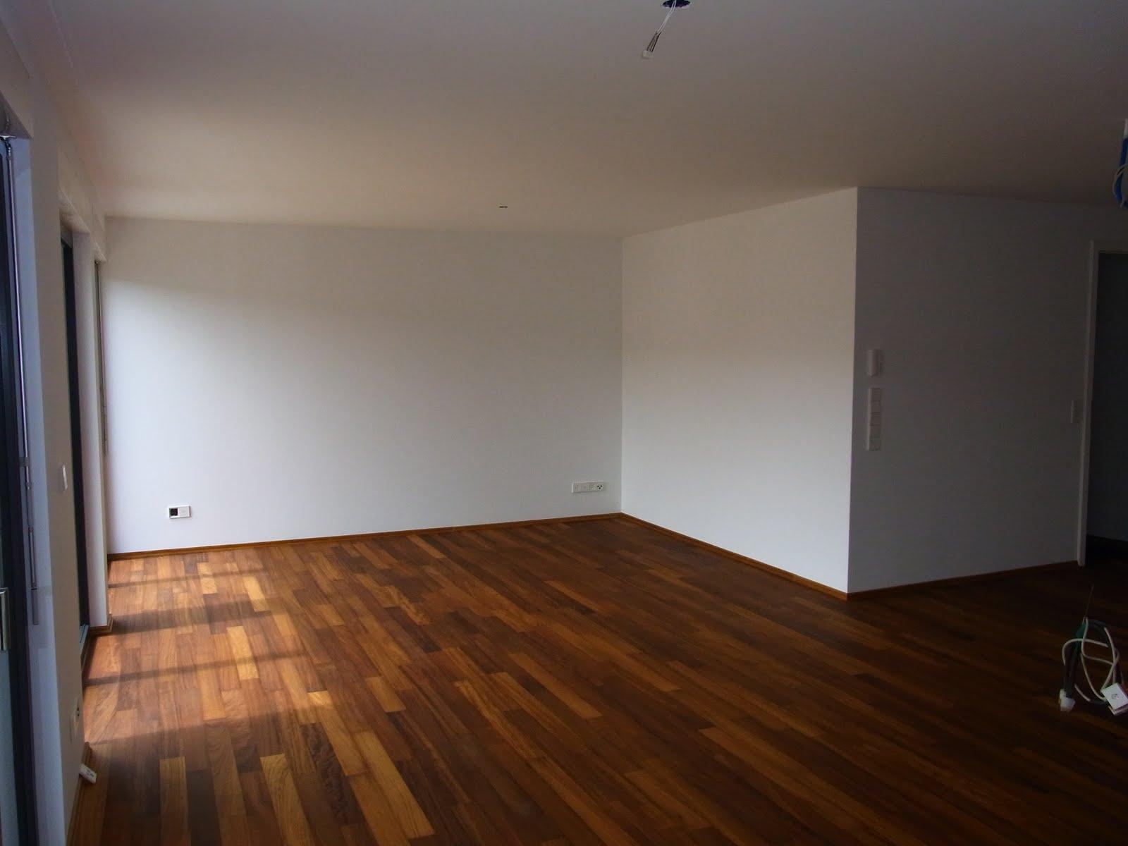 haus wohnzimmer größe:Wohnzimmer der Einliegerwohnung mit Einzelstab, Echtholzparkett Iroko
