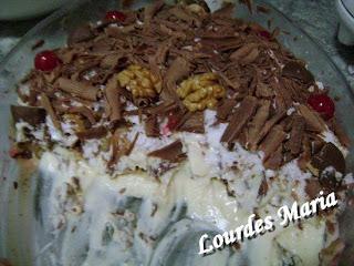 Delícia de pavê com chocolate ao leite e nozes