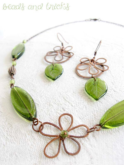 collana e orecchini con fiore
