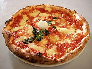 300px Eq it na pizza margherita sep2005 sml Nápoles: única,sorprendente y caótica