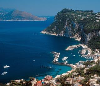 ISLA DE CAPRI Costa Amalfitana: acantilados y pueblos de ensueño