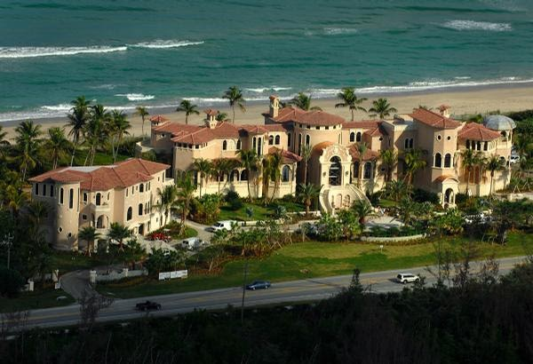 Tours and photos of the biggest houses in florida for Video home tours
