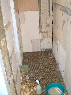 Remodelaholic half bathroom installation retro remodel for Bathrooms b q installation