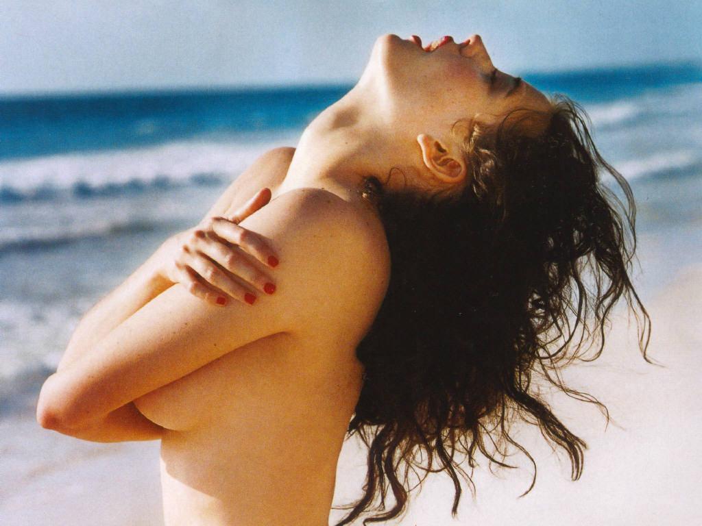 http://1.bp.blogspot.com/_zJZbKdIHjj8/TRr6Qt3ibqI/AAAAAAAAAa4/UQGqPv6ezOE/s1600/sexy-eva-green-on-beach.jpg