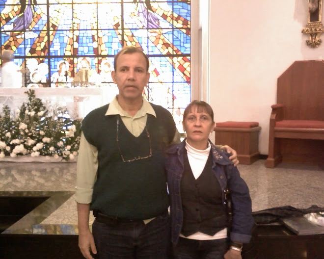 Eu e minha esposa na igreja católica !!!.