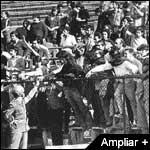 PRISIONEROS POLITICOS EN EL ESTADIO NACIONAL SEPTIEMBRE DE 1973