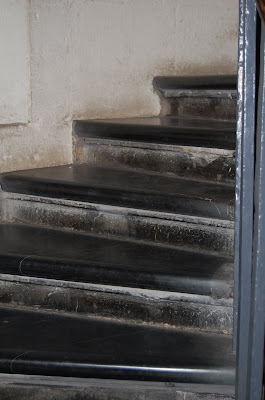 Equal-height steps at the Monument, London