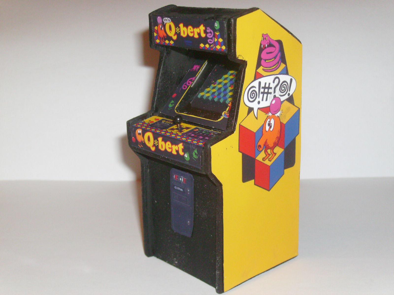 Retro Heart: Q-BERT - Custom Scale Arcade Model