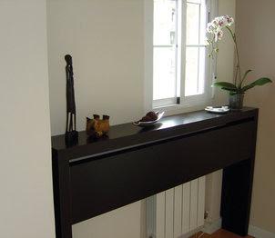 Idea ingeniosa x4duros tapa el radiador - Mueble detras sofa ...