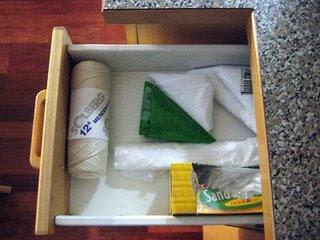 Ahorra espacio c mo doblar las bolsas de pl stico - Como doblar jerseys para que ocupen poco ...