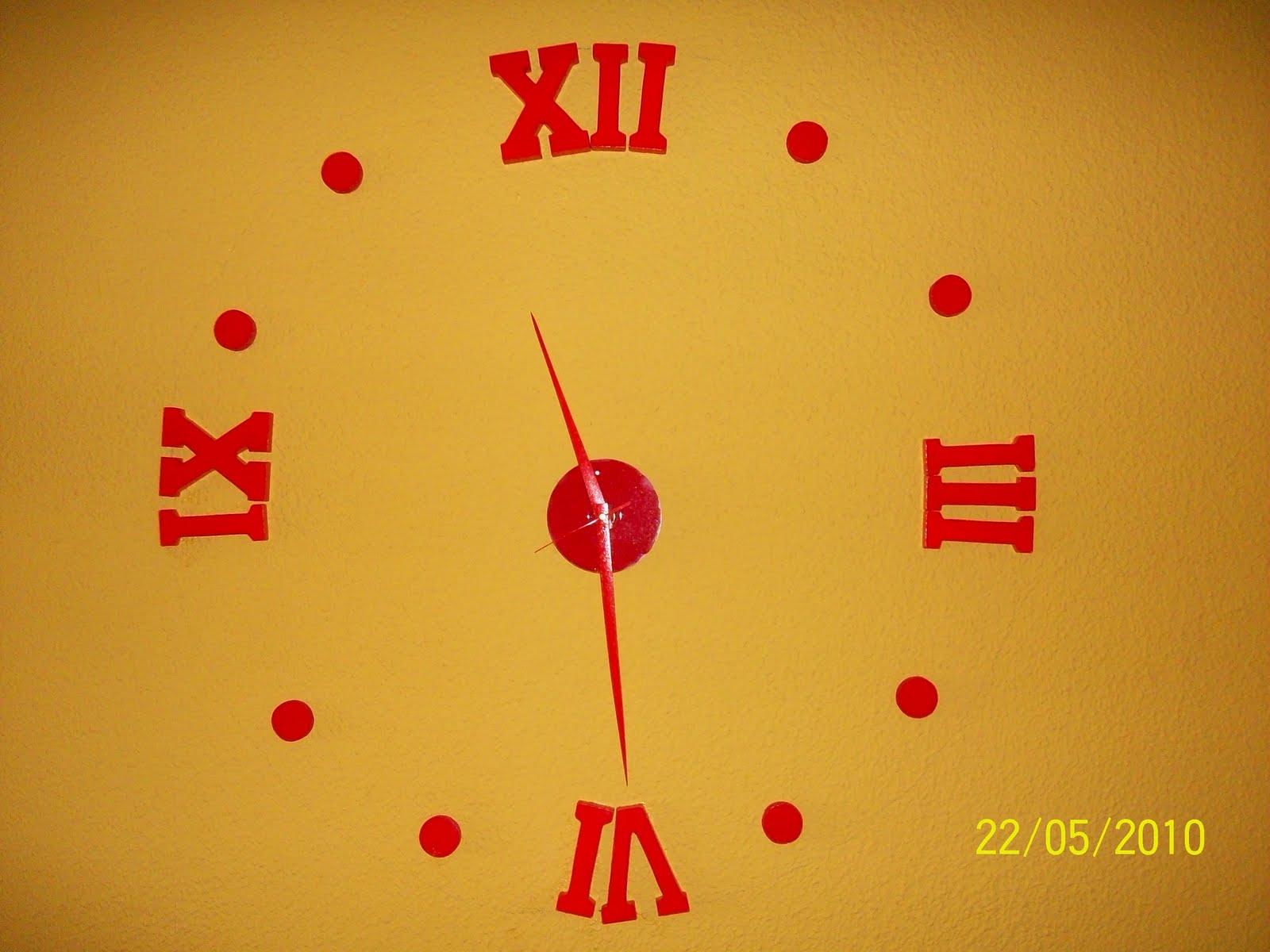 El reloj de pared de maria luz y domingo - Reloj pegado pared ...