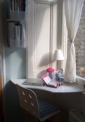 Espacios reducidos un escritorio en la esquina - Escritorios espacios pequenos ...
