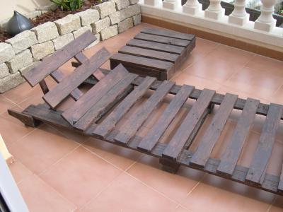 C mo se hace un sill n sof y una mesita con pales for Listones de madera para palets