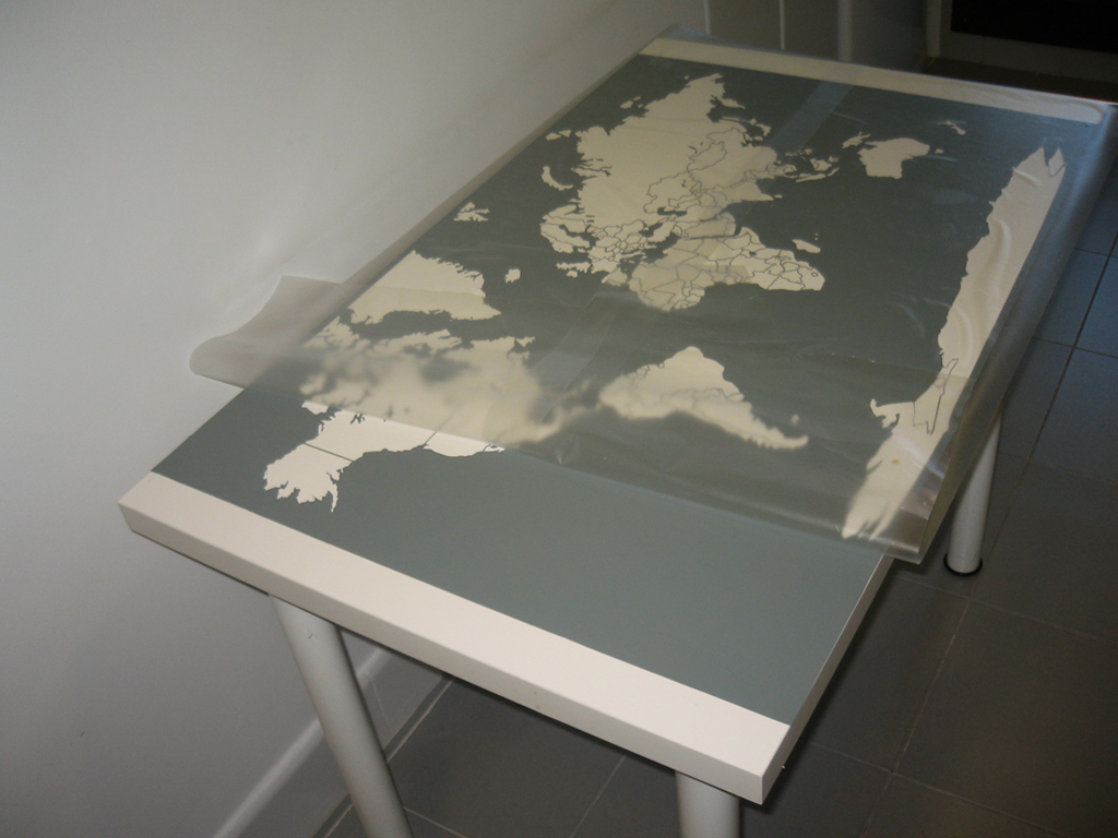 Un vinilo en la mesa de cocina de marta - Protector escritorio ...