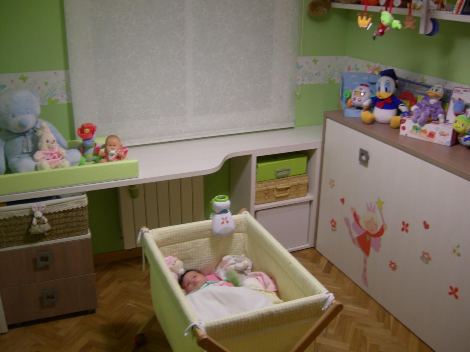 El dormitorio de sara baby deco for Habitacion lila y blanca