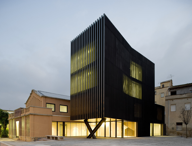 Arquitectura entre d 39 altres solucions arquitecturia centre c vic de ferreries - Arquitectura girona ...