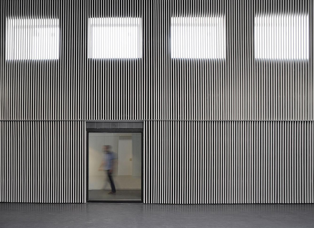 Arquitectura entre d 39 altres solucions arquitecturia for Revestimiento exterior zinc