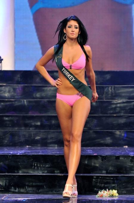 105 9 x bikini contest. Miss Earth 2010-Bikini