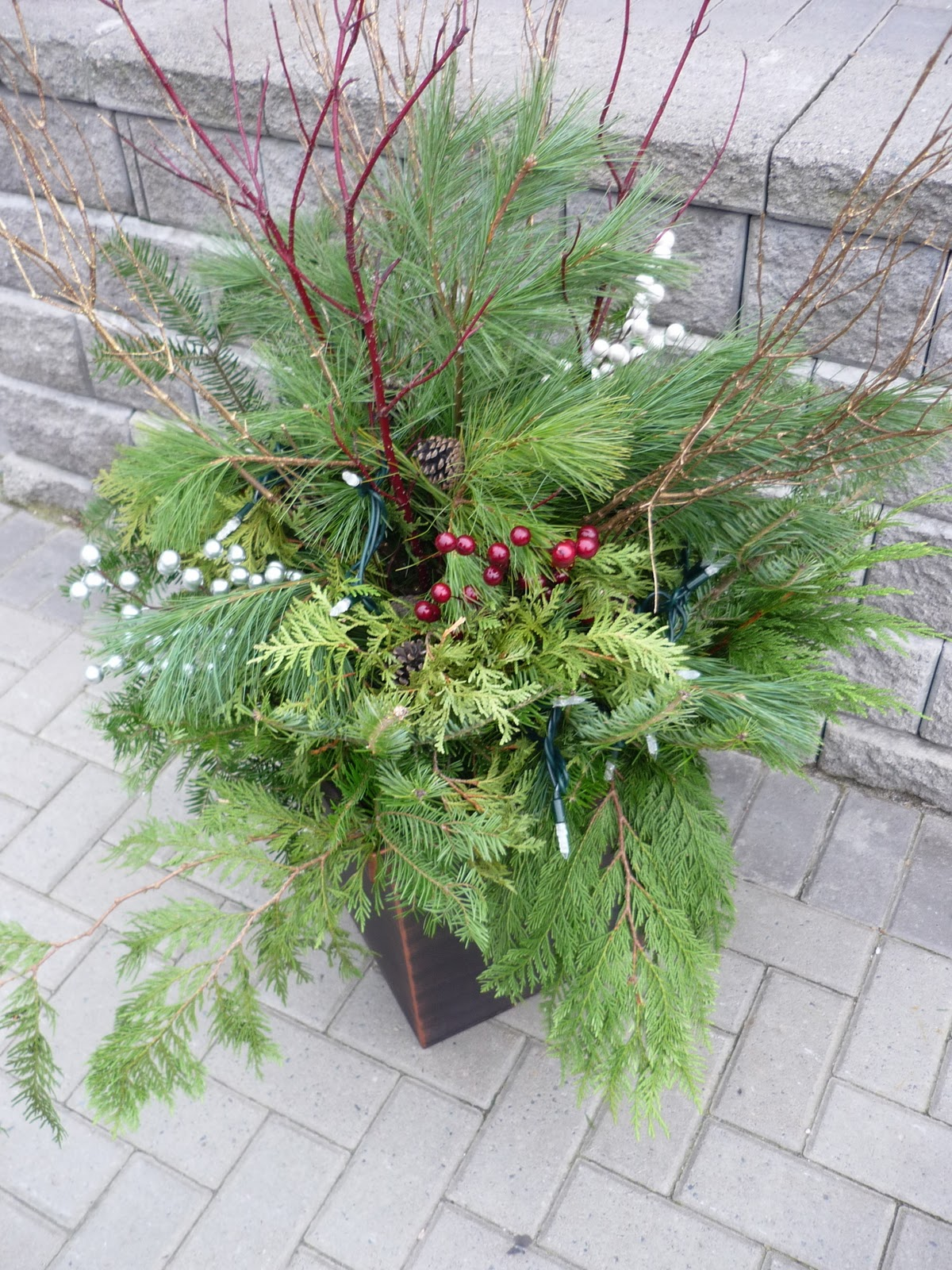 Jill of all trades do it yourself christmas urn urn and about 20 minutes to kill i would highly recommend creating your own christmas urn creations this holiday season its just enough diy to solutioingenieria Gallery