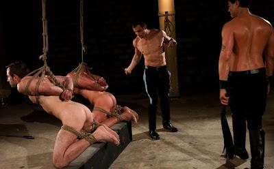 gute bdsm seiten nackt unter männern