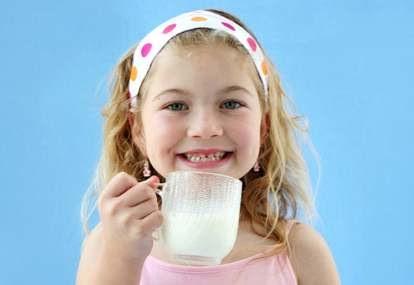 Ketika Anak Keracunan Makanan, Bisakah Diatasi dengan Susu