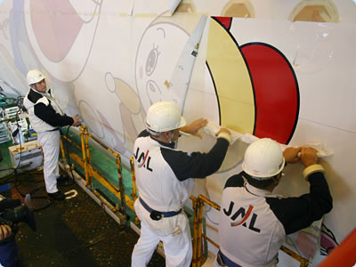 Step 4 of painting JAL Doraemon Jet