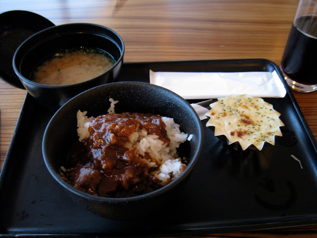 Japan Airlines (JAL) Sakura Lounge food beef curry miso soup at Narita (NRT)