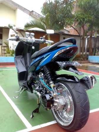Modifikasi Honda Vario Low Rider warna Biru