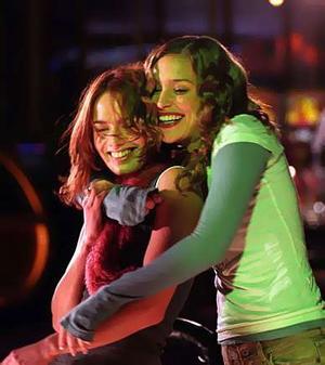 Vos plus belles photos de couples lesbiens - Page 2 1-imagine-me-and-you-4