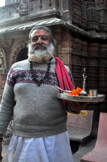vadnagar narendra modi gujarat morning hathkeshwar temple priest