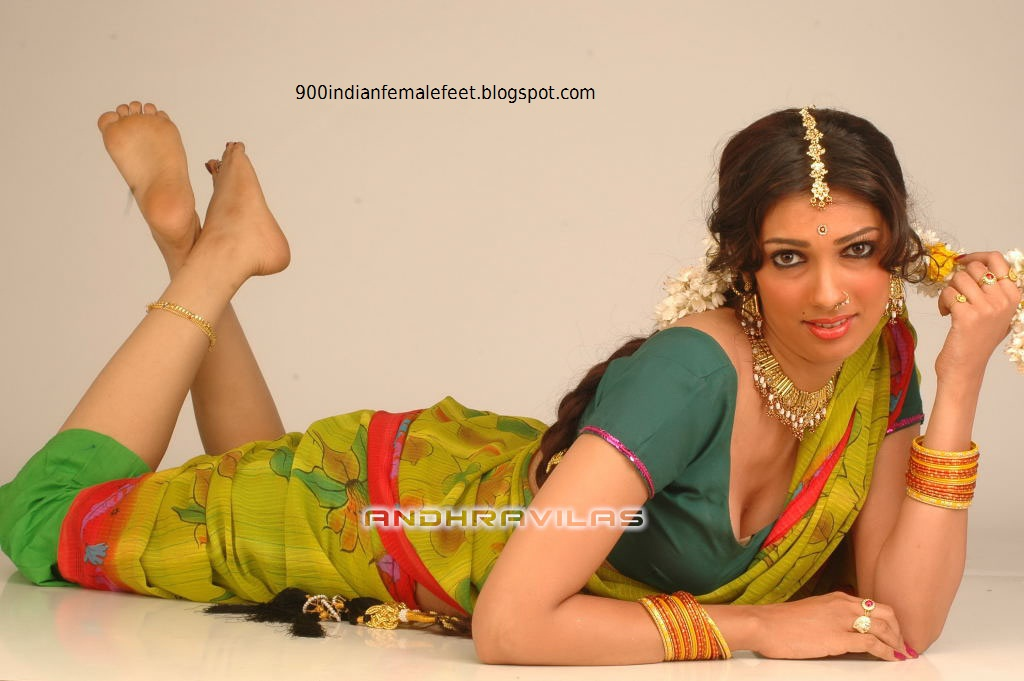 Beautiful Soles http://900indianfemalefeet.blogspot.com/2011/01/yukta-mookhy-beautiful-feet-and-sole.html
