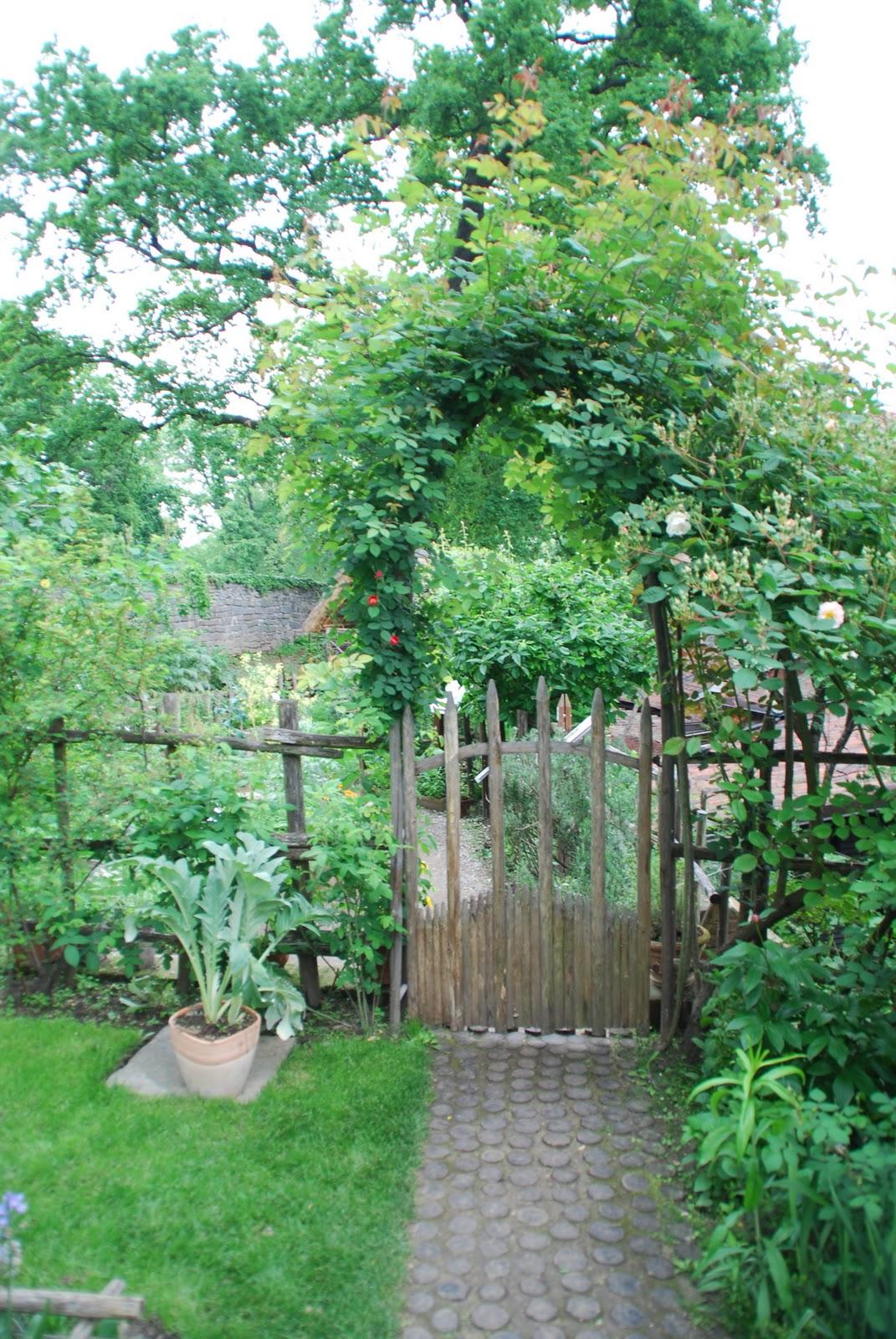 Un anno al giardino medievale di torino 2 parte - Cancelletto giardino ...